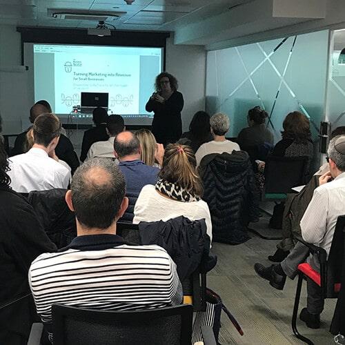 Sasha Frieze of The Business Narrative presenting at WE Hub Huddle